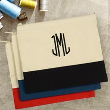 Schwarze Personalisierte Kosmetiktasche Bestickt drei Buchtaben 19,1 x 22,9 cm