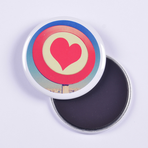wei er rand runder personalisierter magnetbutton mit ihrem. Black Bedroom Furniture Sets. Home Design Ideas
